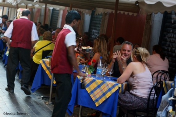 Dining near a major tourist monument may spell trouble. Photo ©Jessica Stewart