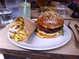 A veggie burger at Le Dépanneur