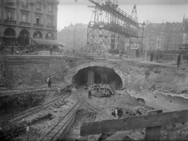 Around 3,500 workers began constructing the metro in 1898, which was finished on July 19th, 1900, just in time for the World's Fair and Summer Olympic Games at the Bois de Vincennes. Parisians immediately loved the new means of transport and it was quickly adapted as an inescapable feature of the Paris daily life.