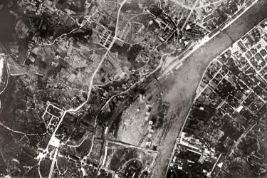 Bombing of the Bilbao port by italian planes, courtesy of Wikimedia Commons.