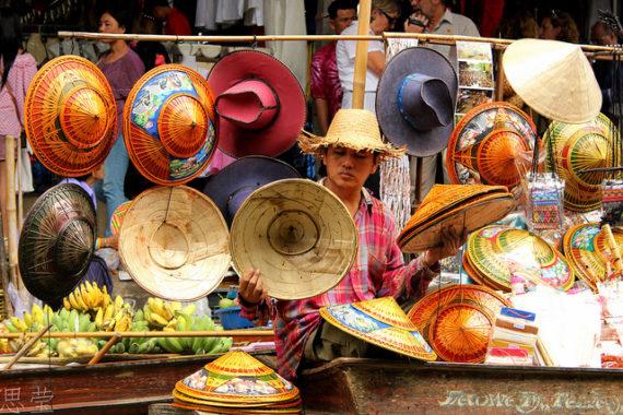 Visiting Bangkok - Taling Chan Floating Market